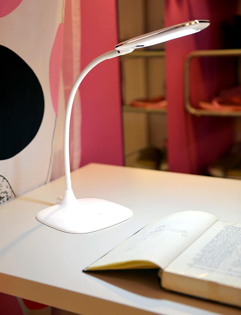 Đèn bàn học bóng LED khắc phục triệt để các nhược điểm của đèn cũ