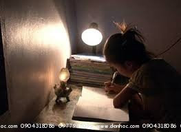 Học thiếu sáng không tốt cho mắt