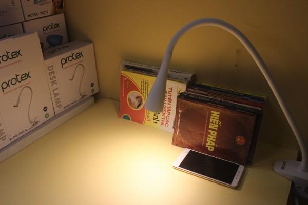 đèn kẹp bàn protex (11)