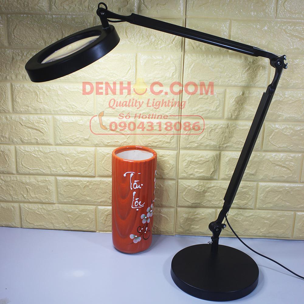 Sản phẩm KT017-1 có màu Đen, gồm 01 thân đèn liền chao, bóng, 01 Đế đèn, 01 Kẹp bàn + 01 lục lăng sử dụng để điều chỉnh