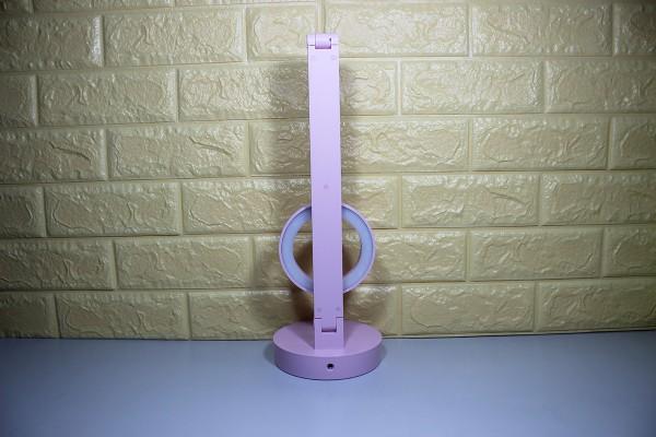 Thiết kế đèn bàn thông minh giúp gập gọn gàng khi không sử dụng
